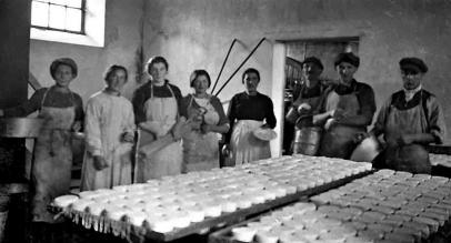 1920 st sauveur de carrouges fromagerie personnel salle de fabrication
