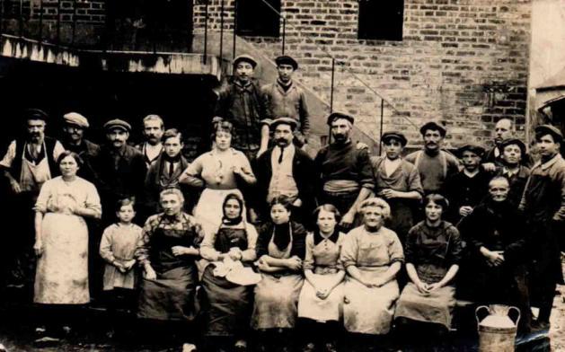Personnel fromagerie de St-Georges des groseillers1920 1nv